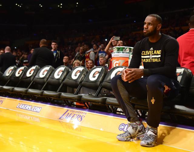 Dramatičan završetak prelaznog roka u NBA, Klivlend promenio pola tima