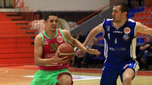 Petar Popović u duelu sa Vladimirom Đorđevićem www.bcmegabasket.net